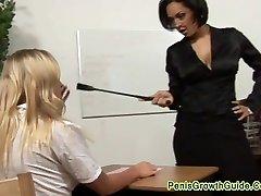 Seksikas õpetaja karistada kuum blond