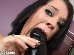 Clara is gaped by a enormous brutish dildo machine