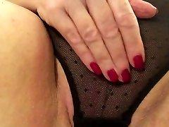 Seksualus granny juodos kelnaitės glostydama antausiai riebalų pūlingas cum