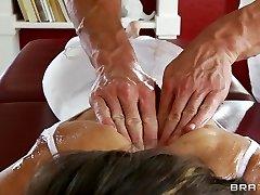 Flexibilné jogy MILF Jenni Lee je v prdeli jej maséra