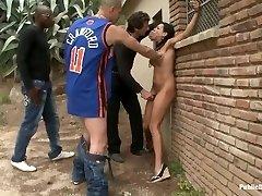 Sidottu alasti ja nai