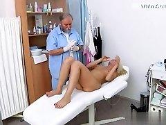 חרמנית אשתו אכזרי facefuck