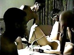 אישה לבנה's קינקי רטרו שחור אורגיה 2