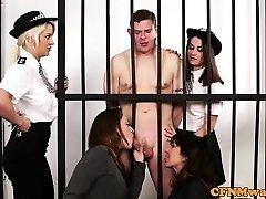 ब्रिट डोम, बेब अपमानित कैदी