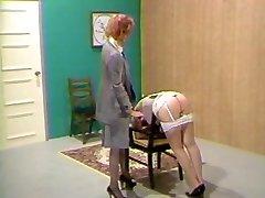 למזכירה מכה בישבן