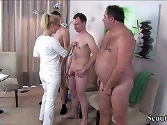 जर्मन मिल्फ, नर्स के साथ 3 अजनबी पर पैटर्न