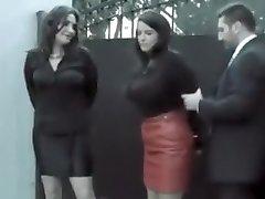 2 dekleta aretirali in ponudil posel (gotcuffs)