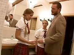 Krussis Schoolgirls in Threesome