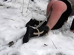 Outdoor bondage & discipline penalty in the snow