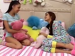 Teen Gals Plays With not Big Brothers Dick-daddi