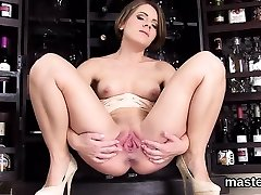 Sinful czech girl stretches her yummy vulva to the extreme