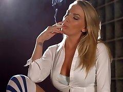 Danielle Maye verižno kajenje
