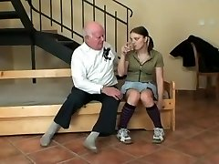 teen dospievajúce, prvý sex s starý muž