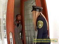 Vētraina krēms-āda policists kļūst par viņas seksuālo sods