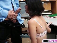Shoplifter Penelope Niedru Izpaužas Sodīts Amatpersona