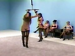שליטה נשית הצלפה הלבשה תחתונה (חזיות והמגן pantys)