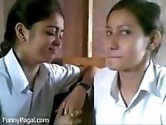 Du Indijos Mokyklos Mergina Bučiavosi Klasė