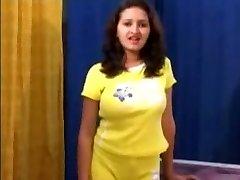 Indijos mergina Sanjana Gauna Masažuoti ir Pakliuvom