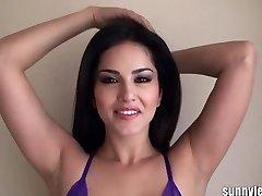 SunnyLeone Sunny Leone on seksikas lilla lingeri