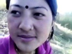 भारतीय प्रेमिका बेकार है और असली/प्रेस