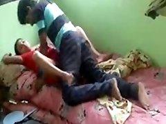 असली भारतीय भाभी और उसके देवर चुपके से घर पर