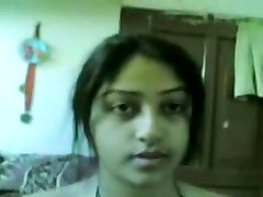 Desi Mind-blowing Indian Girl Showing Boobs