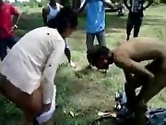 Indijas Veco vīru sekss ar Jauno prostitūtu, jo ārpus - Wowmoyback