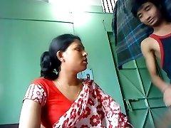 भारतीय देसी युगल कमबख्त और कैमरे के सामने और