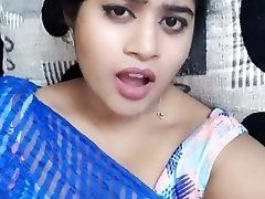 भारतीय लड़की बिस्तर में झूठ बोल रही