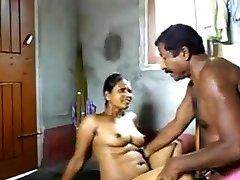 22 aunty krāpšanos ar tēvoča sema masala wowo