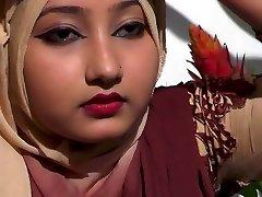 방글라데시 섹시한 소녀는 그녀의 섹시 스타일 가슴