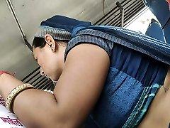 बस में देसी राजस्थानी भाभी गर्म पेट
