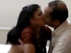 indiske kone behagelig hennes hubby sjefen for hans premossion