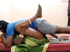 भारतीय सींग का बना हुआ असंतुष्ट हाउस पत्नी स्कूल बस ड्राइवर के साथ मज़ा कर