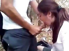 देसी कॉलेज लड़की उसके प्रेमी डिक चूसने के बाद स्कूल में एक जंगल है ।