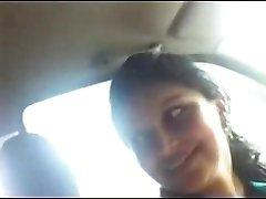 देसी प्रेमिका के साथ कार में