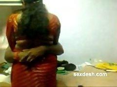 Romantiska Dharmapuri Sivaraj ar apaļš Tamilu Aunty