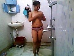 दिलेर स्तन के साथ गलफुल्ला से पता चलता है बंद उसके नग्न शरीर