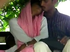 lovers handjob and finger-banging inpak