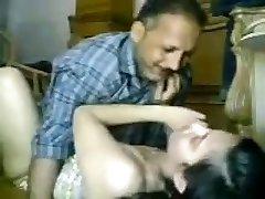 देसी पाकिस्तान मुस्लिम pyari बेटी अस्मा ko Abbu ne चुपके से Chodha