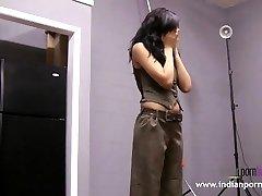 नताशा भारतीय कॉलेज लड़की दिखा