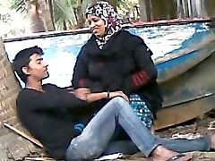 Bangladeshi Aunty with Youthfull Lover