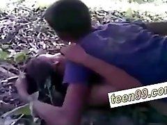 Indijos kaime, draugai lauko lytis