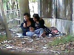 भारतीय प्यारी प्रेमी बड़ा मुर्गा चूसने सार्वजनिक पार्क में