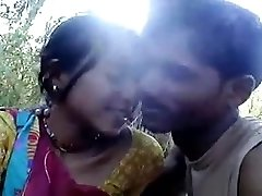 northindia mergina parodyti, lauko ir krūtinė mergina touch