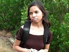 Mielas Indijos mergina Amanda Putri pakėlė gatvėje, gavo pinigų už seksą