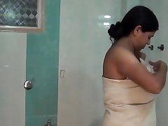 Aunty kleita izmaiņas telpa un vannas istaba