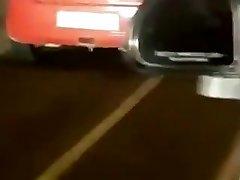 India Kuuma Seksi tagaistmel auto maanteel