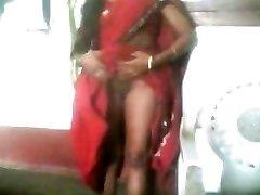 Horké Indické Tetička upravit její Sárí A Ukázat její Prsa na její BF