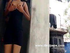 Indian Teenage Flashing All-natural Tits